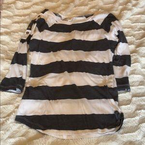 Women's size M 3/4 sleeve shirt